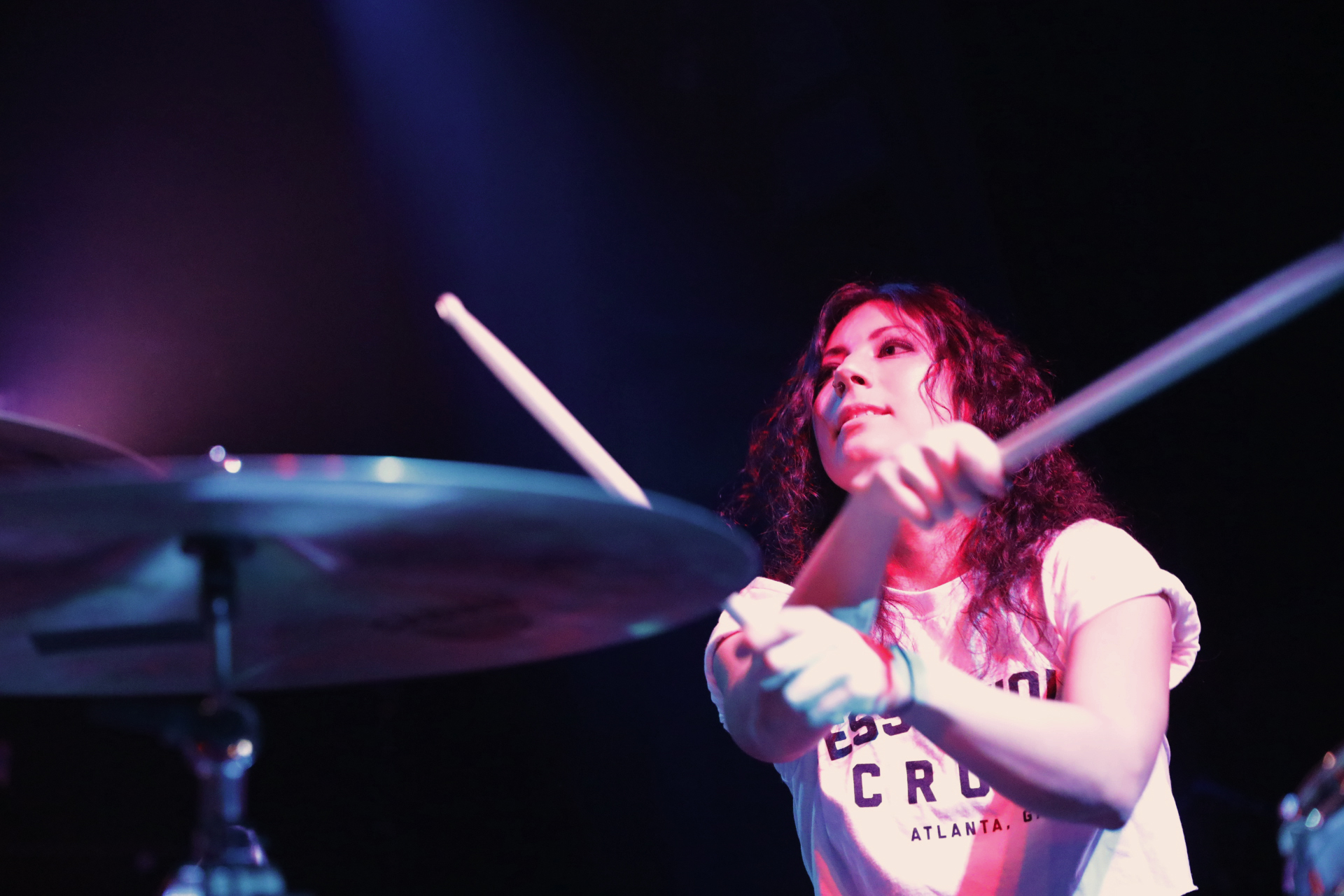 Jess, drummer for Tessa Violet. Photo: @Lmsorenson Photography