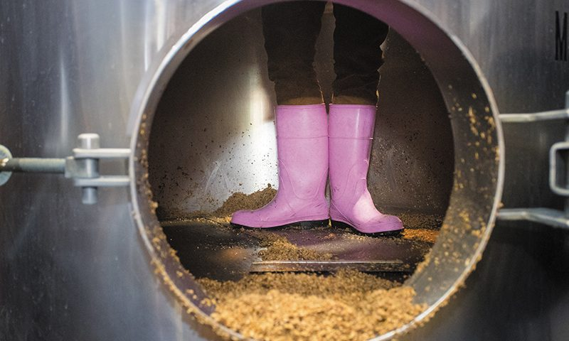 Pink Boots Society promotes the brewing of beer by women in the craft beer industry.