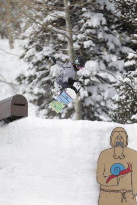 1st Place Men's 17 & Under Open Snow – Isaac Harkness, lien grab off the cannon