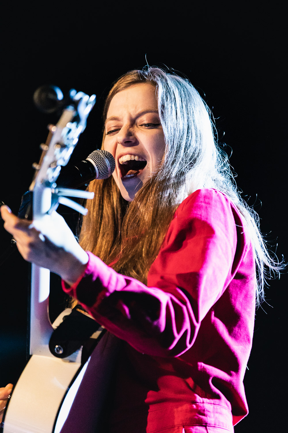 Jade Bird on stage at the Union Event Center. Photo: @Lmsorenson