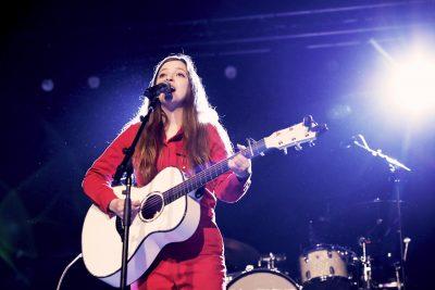 British musician and professional smiler, Jade Bird. Photo: @Lmsorenson