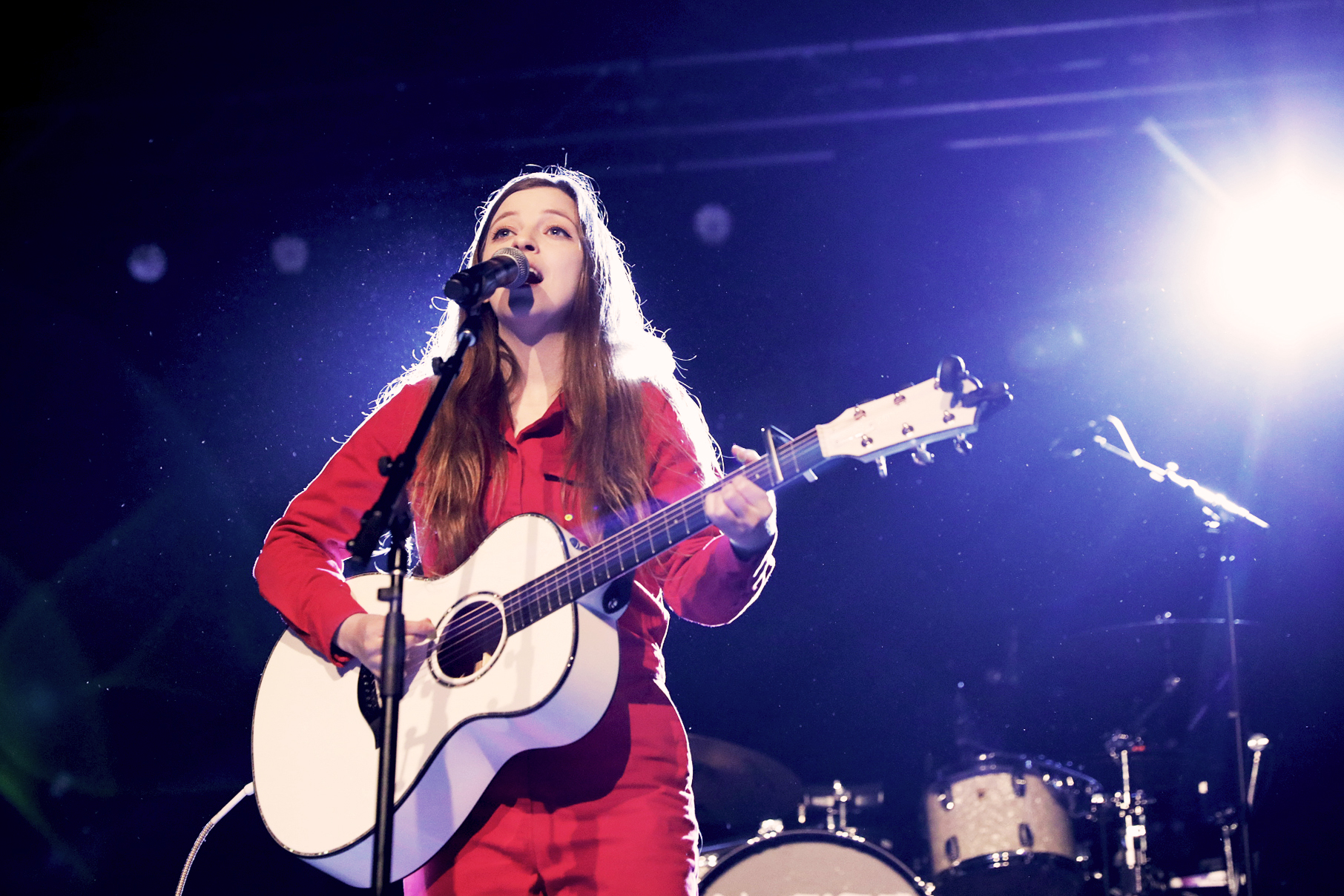 British musician and professional smiler, Jade Bird. Photo: @Lmsorenson