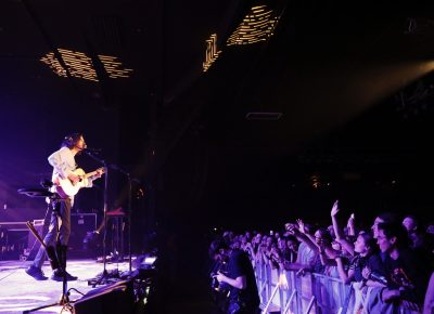 The crowd was shoulder to shoulder and ears forward in this packed venue. Photo: @Lmsorenson