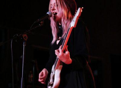 Jessica Clavin guitarist for Bleached. Photo: @Lmsorenson