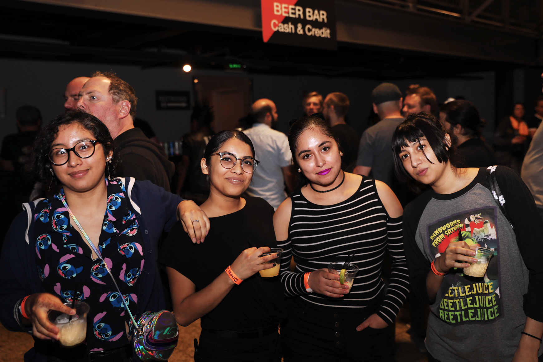 Melanie, Analuz, Silmara and Lily grab a beer before the show. Photo: @Lmsorenson