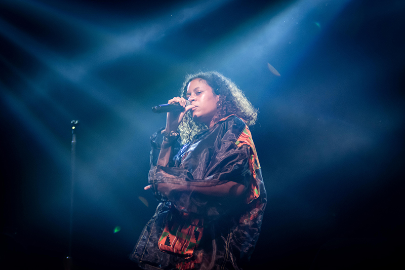 Crisscrossed in light effects, Aluna Francis' unique voice hypnotizes the SLC crowd.