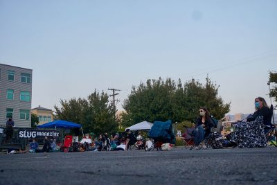 The September SLUG Picnic crowd awaits the performances with rapt attention.