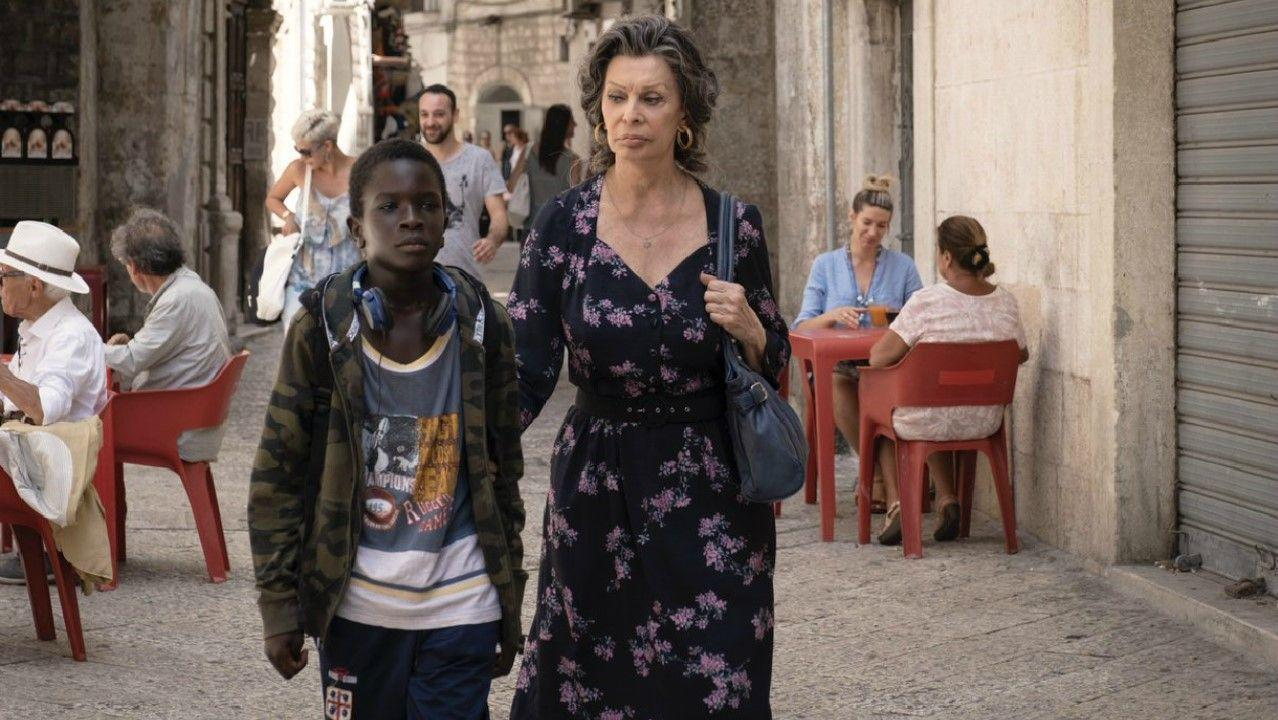 In The Life Ahead, Loren plays Madame Rosa, a holocaust survivor and former sex worker in the port city of Bari in Puglia, Italy.