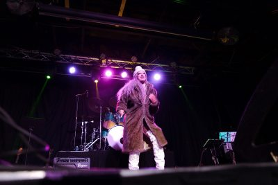 Even with the '70s rock theme, performers still incorporated clever outfit reveals.