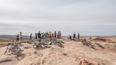 Shelley Pepper colabora con Moab Mountain Bike Instruction (MMTBI) para ofrecer clínicas de 90 minutos con instrucciones detalladas sobre cómo convertirse en un mejor ciclista.